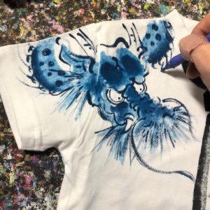 手描きTシャツは、あたり前ですが1枚1枚 表も裏も手描きです。